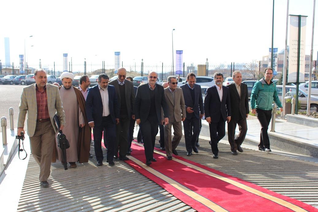 بازدید استاندار و هیئت همراه از واحدهای فناور پارک علم و فناوری استان